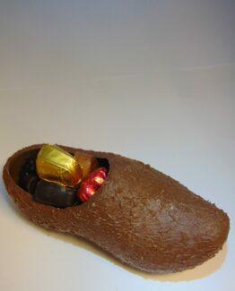 Klomp in melkchocolade gevuld met pralines VDV Chocolaterie sint Sint Maarten Sinterklaas chocolade klomp gevuld met pralines